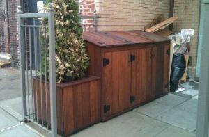 Construction pour cacher les poubelles