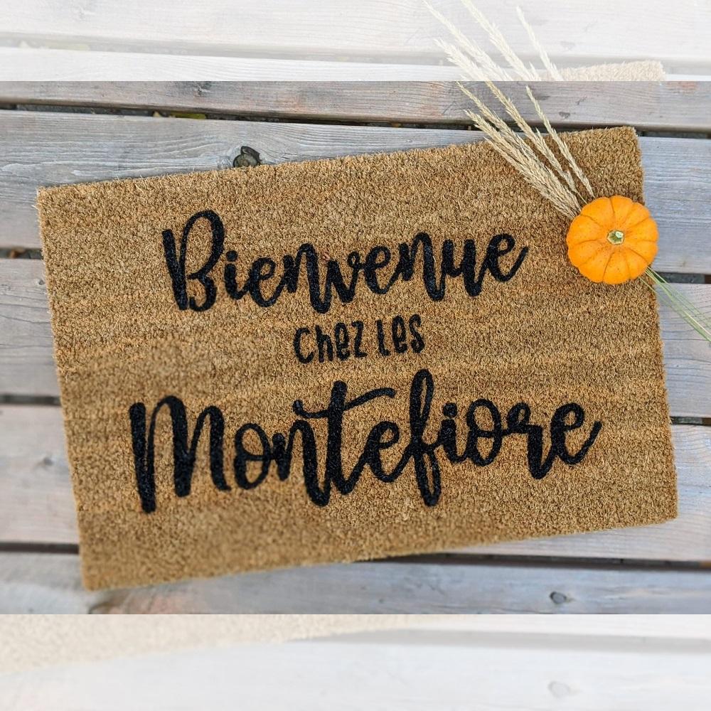 Paillasson Bienvenue chez les Montefiore design exterieur