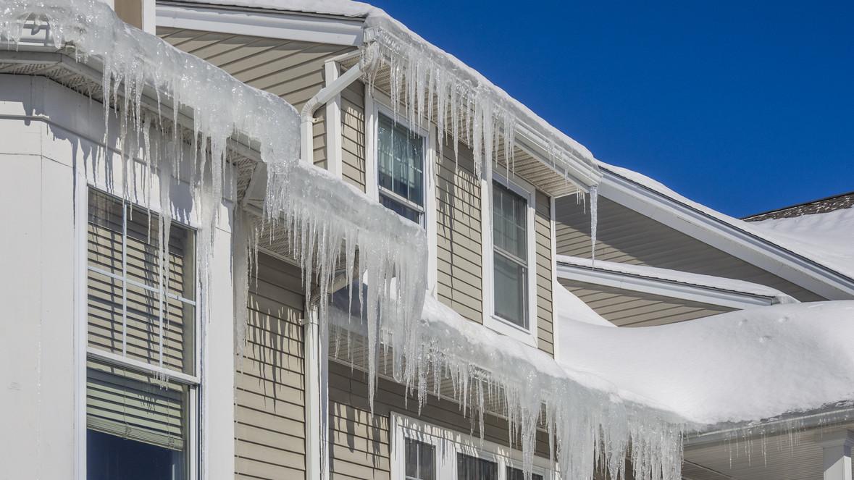 Digue de glace sur le toit