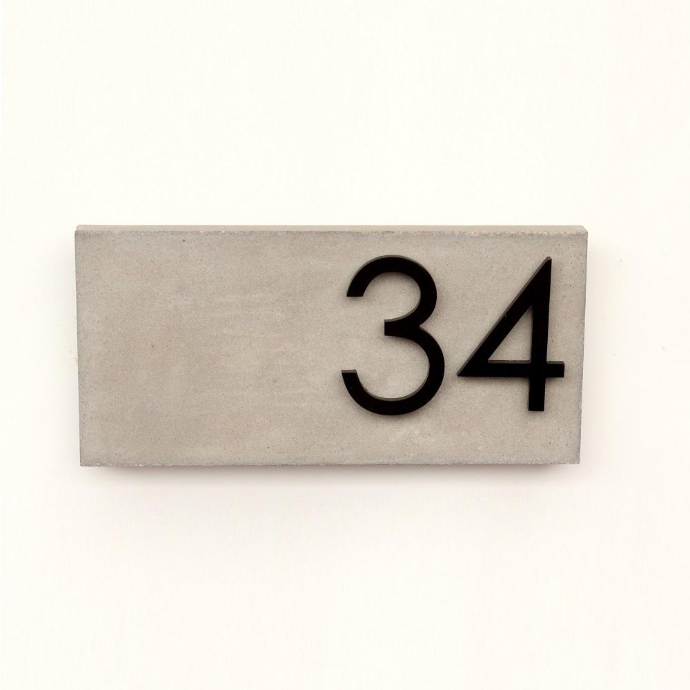 Jusho Design Adresse Civique Boulevard Edouard noir gris pale Design Exterieur plaque adresse personnalisee