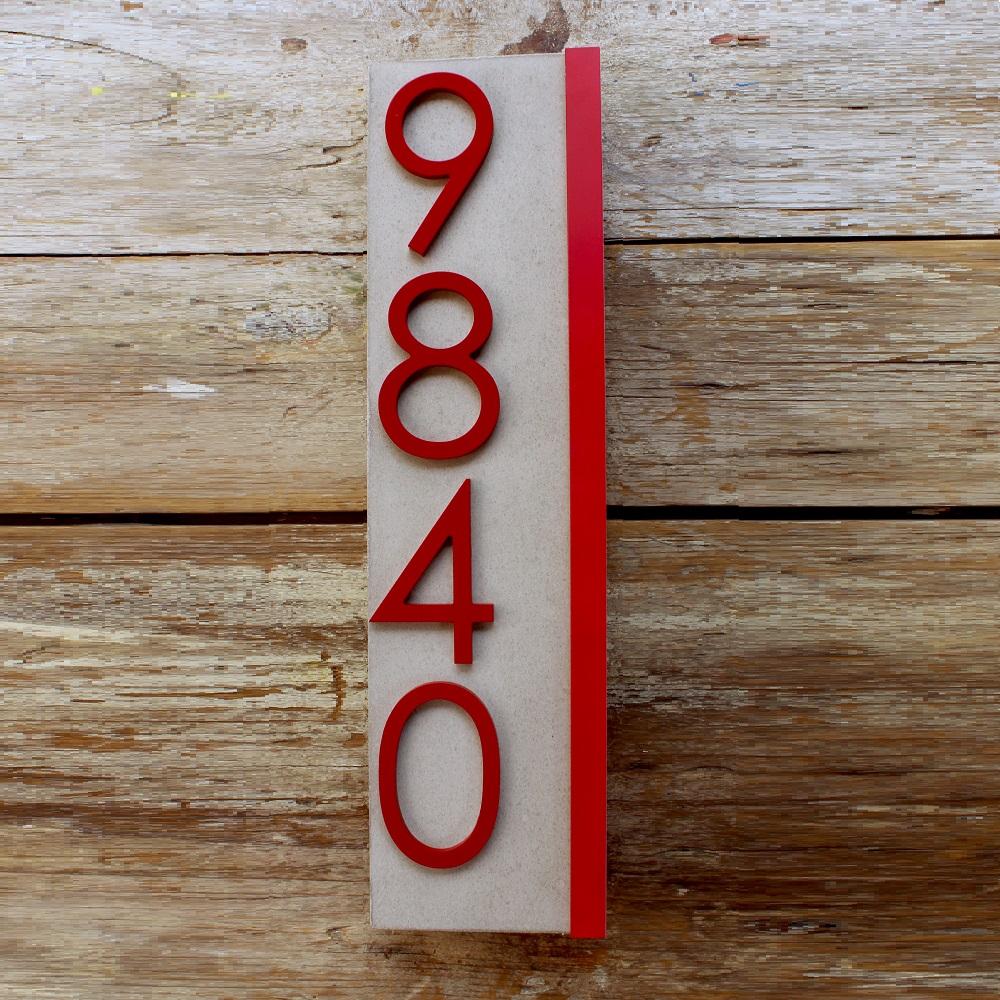 Jusho Design Adresse Civique Eliott rouge et grise Design Exterieur numero civique beton